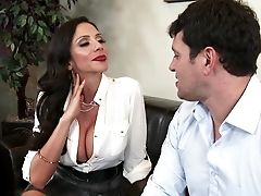 Buxom Raven Thirsts For A Wild Fuck