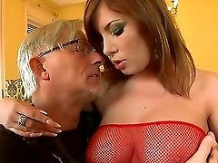 Christoph Clark Hooks Up With Sweet Stunner Donna Bell, Whose Bod Forms Are Jaw-pulling Down