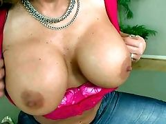 Buxom And Hot Honey Nikki Sexx Luvs In Flashing Her