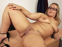 Chunky Big Boobed Ashley Rider Undoubtedly Loves Unwrapping And Playing With Cunt