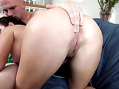 Big Culo Chick Takes On  A Dick Suck Off