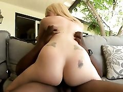 Valerie Milky Gives Unthinkable Oral Pleasure To Horny Fuck Pal By Sucking His Love Stick