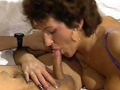 Getting Deep Into This Horny Cougar - Julia Reaves